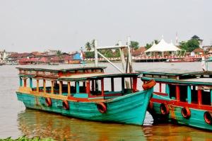 25842861-musiboat