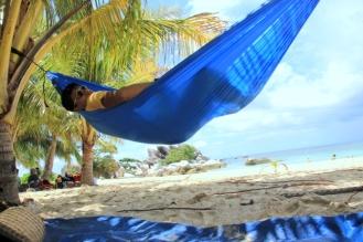 Hammockan di pulau lengkuas
