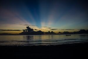 Sunset di pantai desa Ngilngof